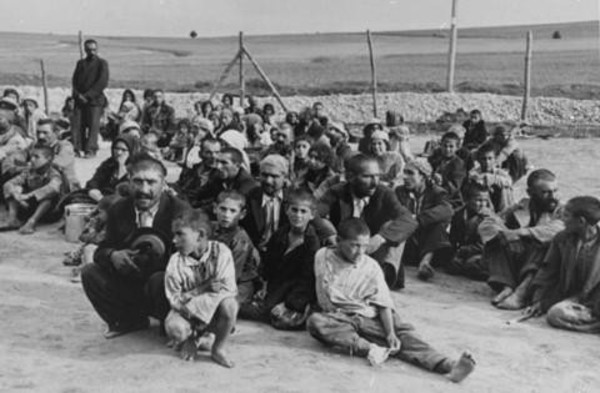 images-of-the-romani-community-in-Auschwitz-the-forgotton-holocuast-article-by-sarah-matthias-a-berlin-love-song