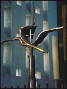 The-Cross-of-Nails-in-Coventry-Cathedral-article-by-sarah-matthias-my-inspiration-for-a-berlin-love-song